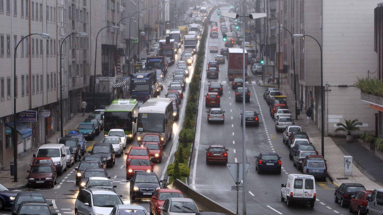 El mal tiempo provoca numerosos incidentes en la comarca.Imagen de archivo de una ambulancia