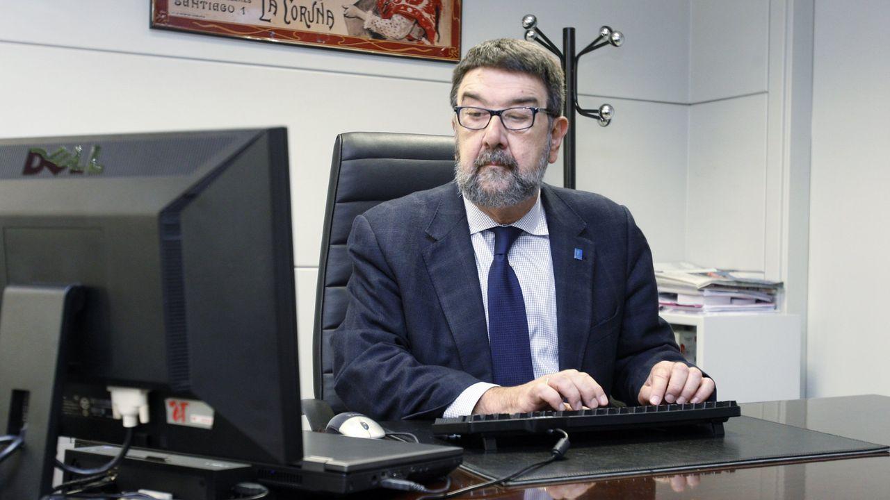Los trabajadores delhospital gallego más castigado, el Chuac.Juan Gestal, profesor emérito de Medicina Preventiva en la USC