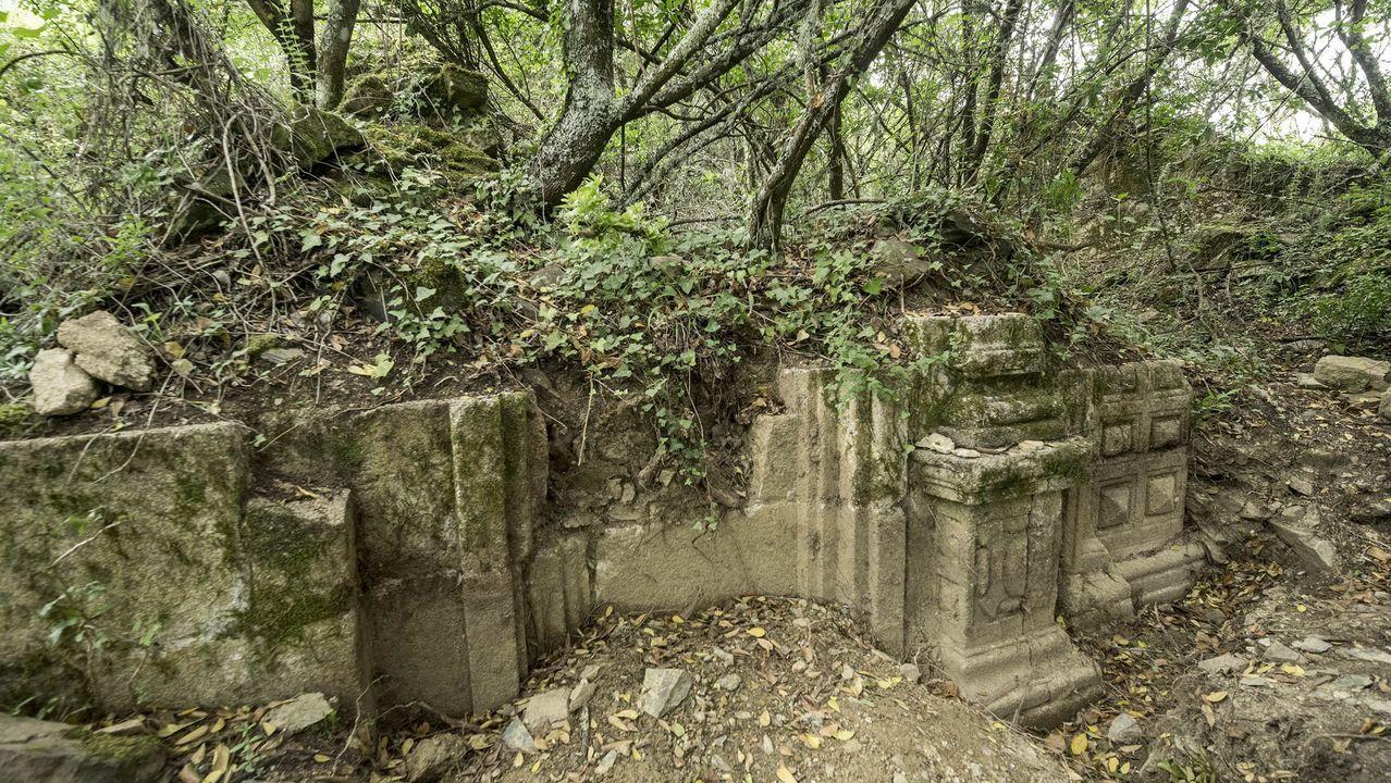 Una visita en imágenes al punto de encuentro de los ríos Cabe y Sil.Las ruinas de la capilla de San Antonio fueron halladas en el 2018 en un paraje boscoso gracias a las indicaciones de una vecina centenaria, ya fallecida