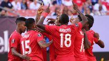 Gol Barcenas eric Davis Panama Guyana Copa Oro.Bárcenas celebra con sus compañeros el gol de Éric Davis