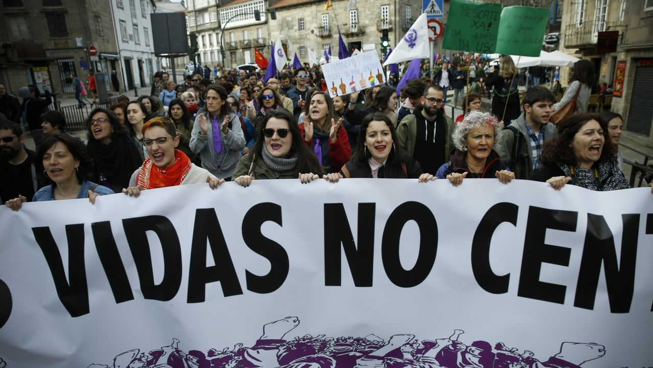 Medio millar de personas recorrieron en casco antiguo de Santiago este 1.º de Mayo para reivindicar la igualdad y mejoras laborales