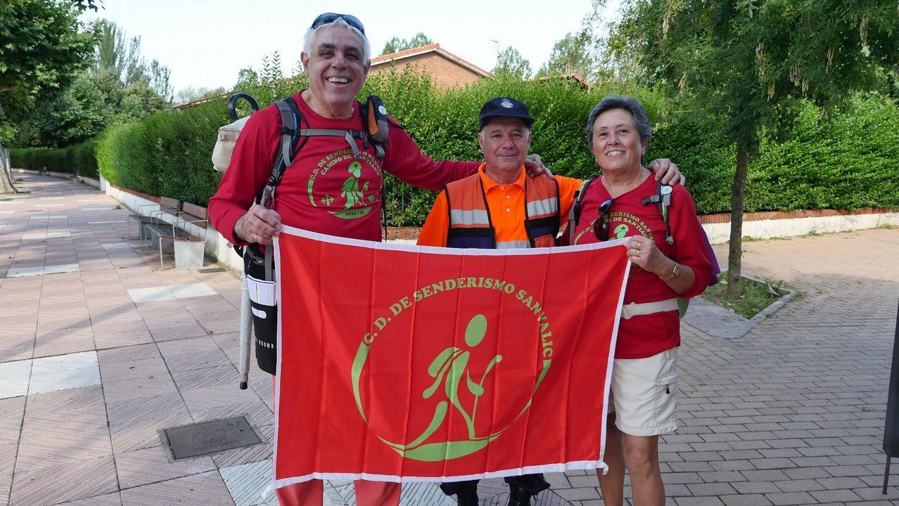 Rosa Pastor y Alfonso Agulló, del club de senderismo Sanvalic de Alicante, en León