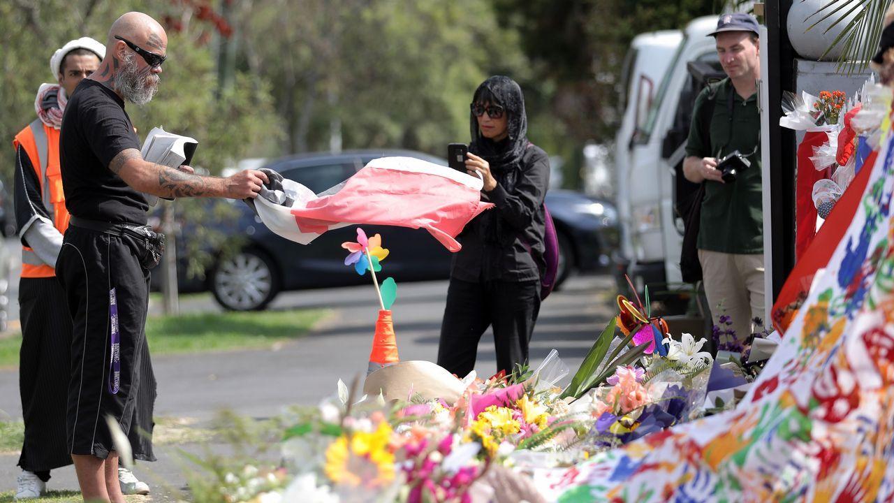 Uno de los vídeos que denuncia el párroco de Tapia.Homenaje a las víctimas en las calles de Auckland.