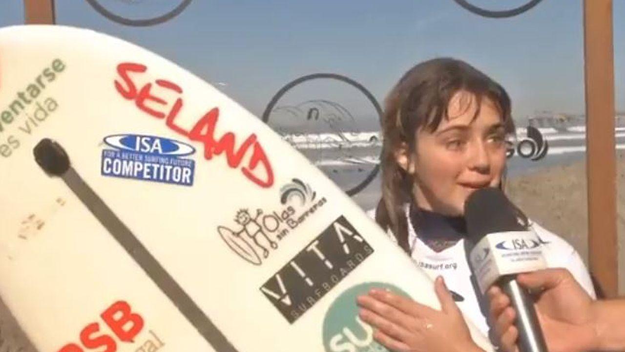 Carmen López, surfista asturiana