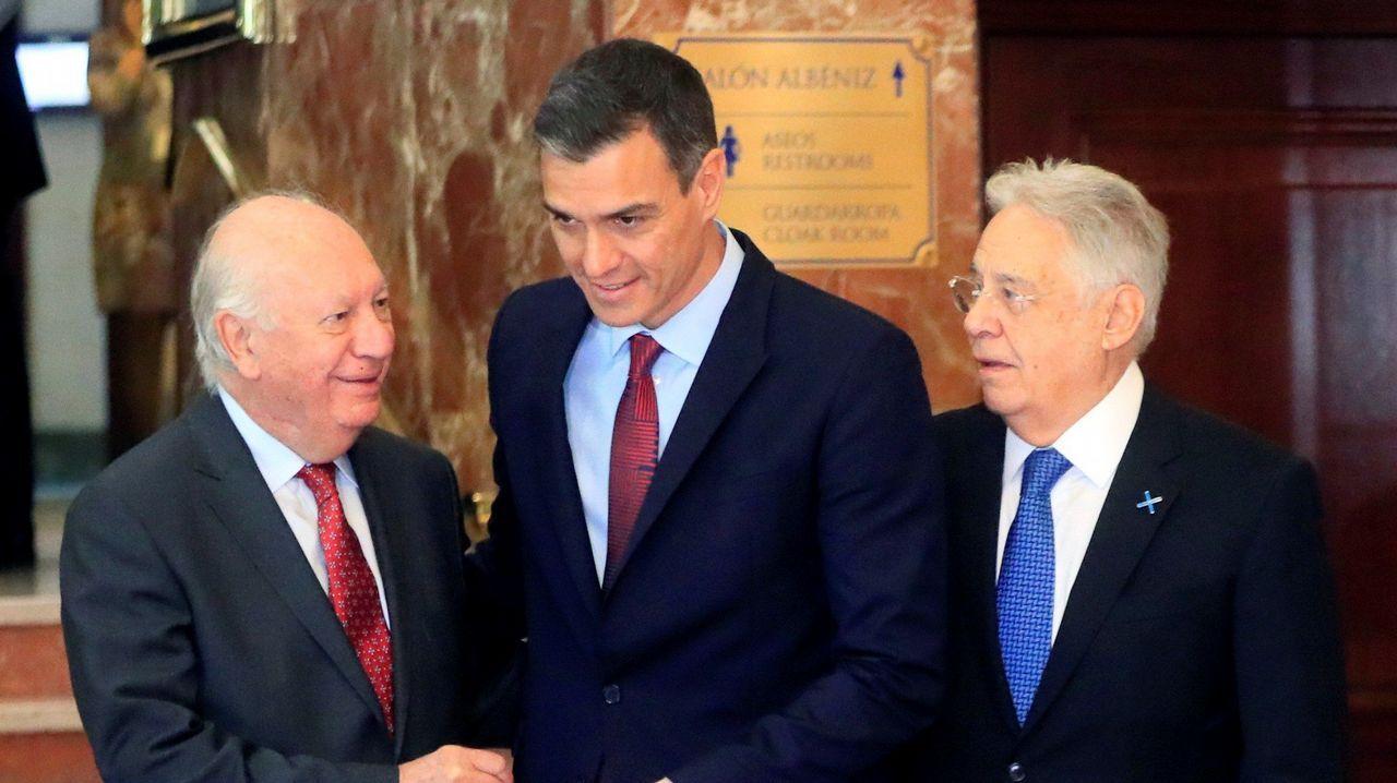 El prior deniega el acceso para exhumar a Franco.Los expresidentes de Brasil y de Chile, Cardoso (a la izquierda) y Lagos, junto a Sánchez ayer en el Foro Iberoamericano