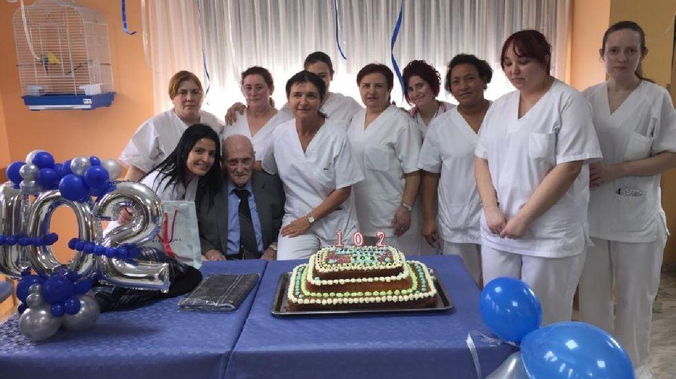 José Gallego González, en la celebración de su 102 cumpleaños en febrero del 2020 en la residencia de O Incio
