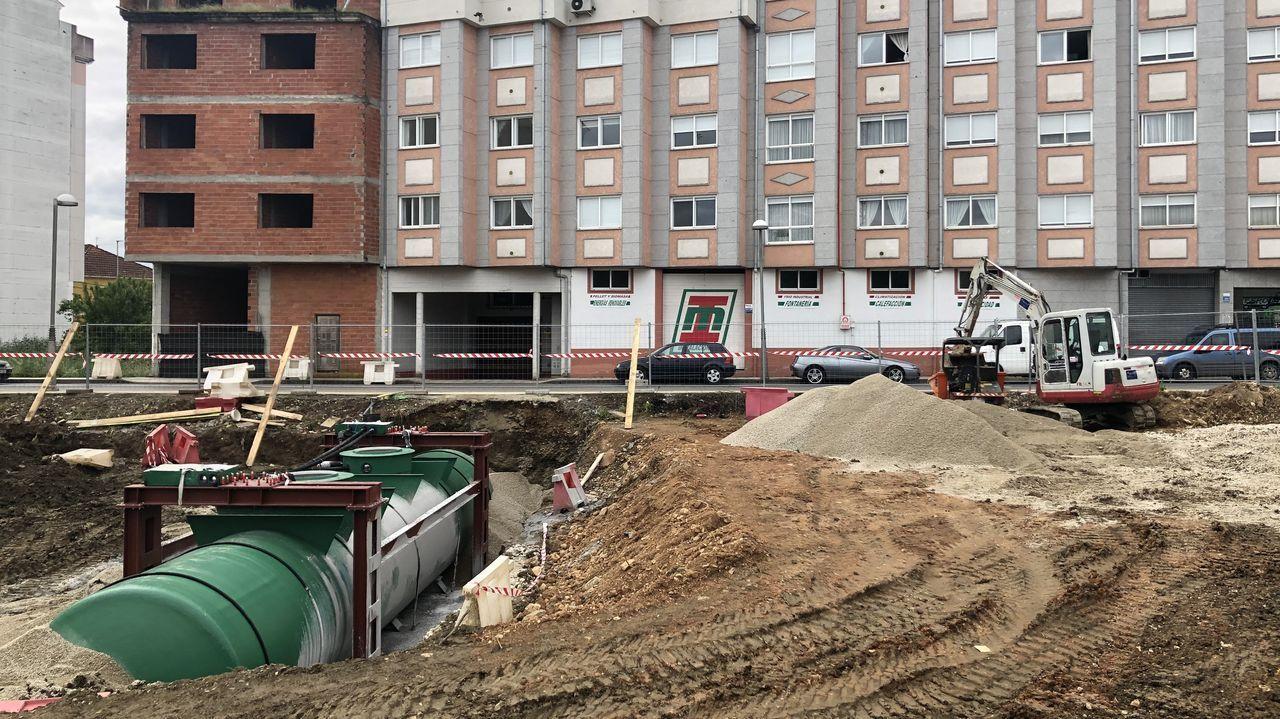 Las fotos del aguacero en Monforte.La gasolinera que Plenoil construye en Monforte está en la calle Manuel María