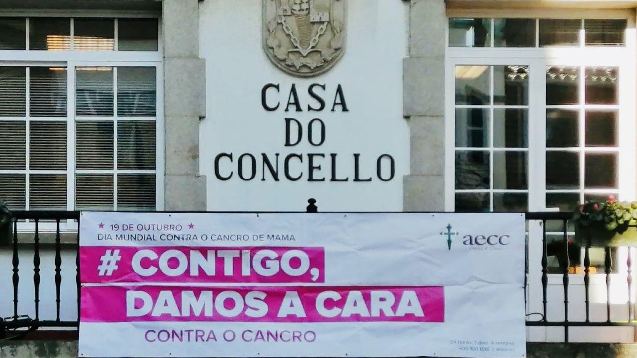 La Casa do Concello de Burela, iluminada de rosa por el Día Internacional Contra el Cáncer de Mama