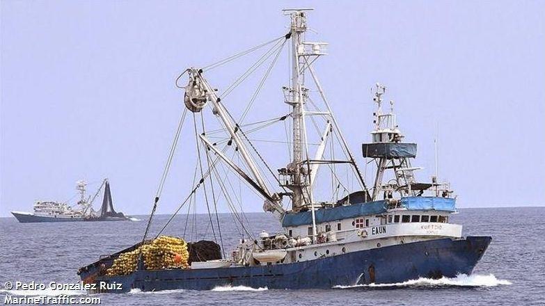 Traslado de los polizones desde el puerto de Vigo.Obras para rehabilitar los números 32 y 34 de Príncipe