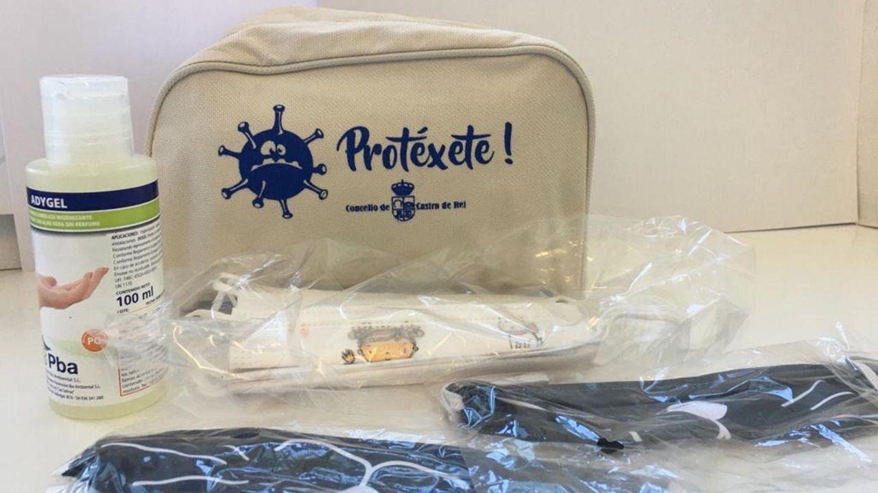 Los alumnos reciben un estuche con material higiénico