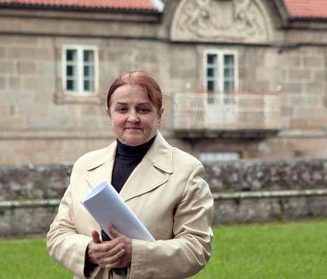 Lola Ramos, vecina de Iria, ante la Fundación Cela.