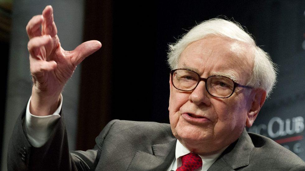 WARREN BUFFET (BERKSHIRE HATHAWAY). Fortuna de 75.600 millones. El magnate financiero ha aportado a la filantropía el equivalente al 35 % de su fortuna; lo que se traduce en unos 21.500 millones de dólares.
