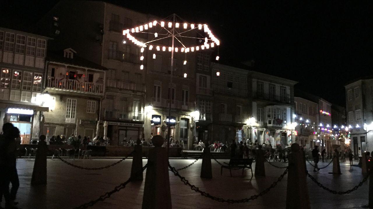 Ambientación festiva de la plaza Mayor de Celanova, donde se suspendió la Ramallosa