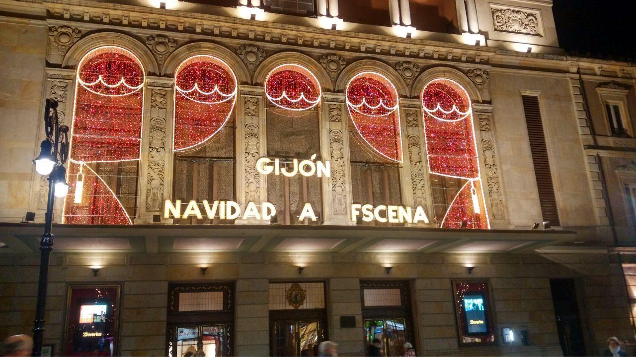 Iluminación navideña en el teatro Jovellanos