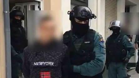 Tras ser detenido, Iván Añón fue trasladado entre grandes medidas de seguridad