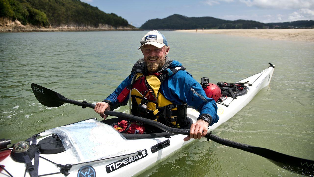 toby.Toby Carr en su kayak durante una parada en O Barqueiro