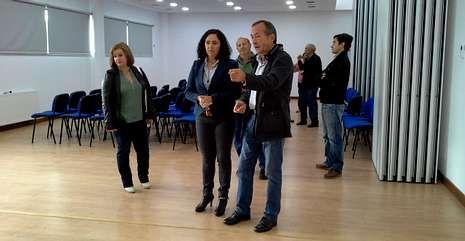 La delegada territorial de la Xunta, Belén do Campo (centro) conoció ayer las instalaciones.