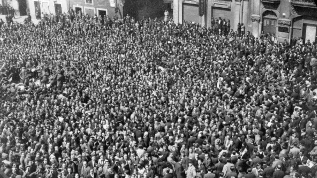 Las multitudes de la Segunda República en Gijón.La familia Real en los Lagos de Covadonga