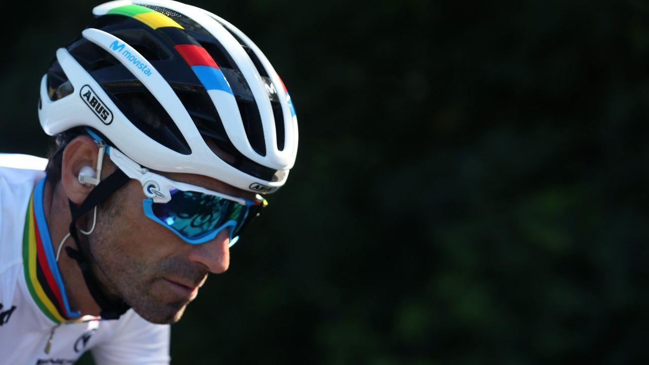 El ciclista murciano, campeón del Mundo del equipo Movistar, Alejandro Valverde, en el pelotón ciclista durante la decimocuarta etapa de la 74th Vuelta a España 2019, con salida en la localidad cántabra de San Vicente de la Barquera y meta en Oviedo