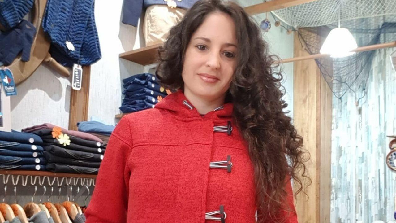 La melodía del encierro a cargo de un violinista de la OSPA.María Santos Ordás, de Marina Boutique