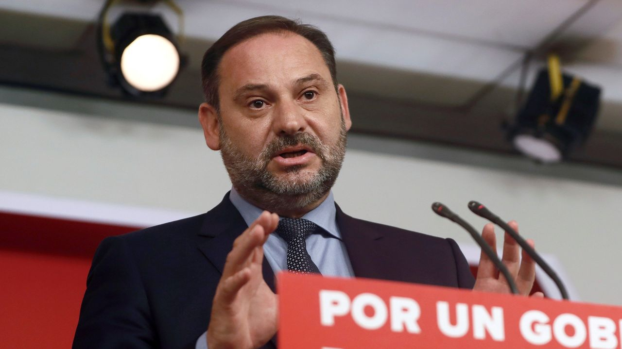 Sánchez ofrece a Podemos una oficina de control del acuerdo de Gobierno.La portavoz del Grupo Socialista en el Congreso, Adriana Lastra, y el portavoz de ERC en el Congreso, Gabriel Rufián, en una imagen de archivo