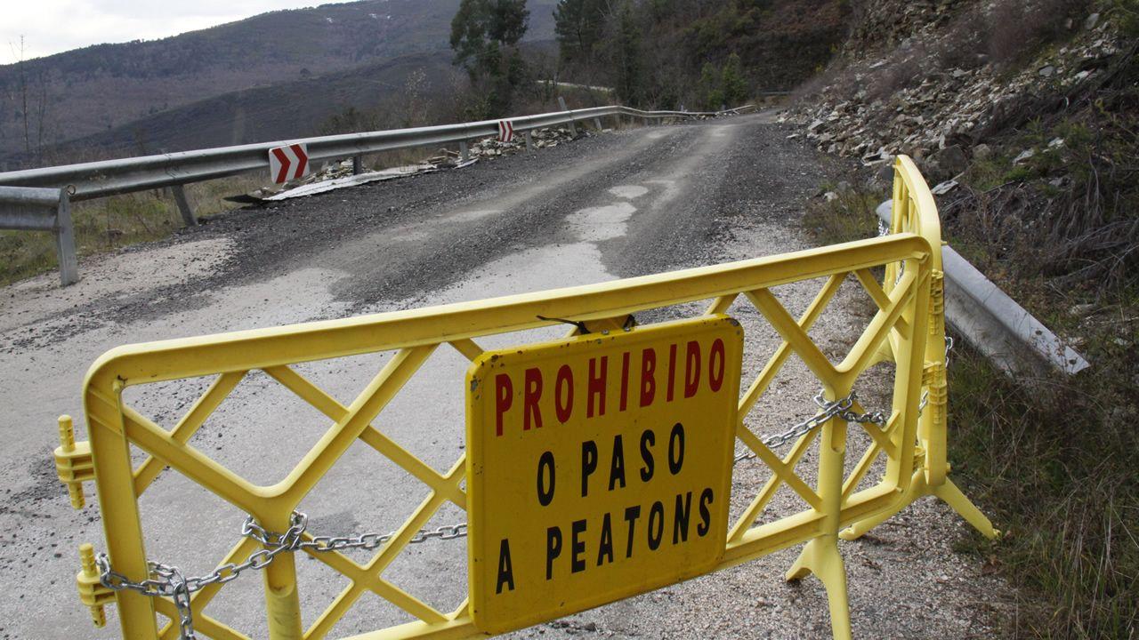 Los vecinos de San Vicente de Leira tienen prohibido desde hace diez años acceder a su aldea por la única carretera existente