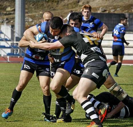 Los vilagarcianos ganaron el partido de ida por diez puntos.