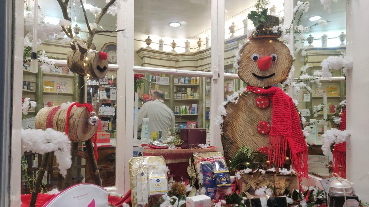 Un escaparate comercial del concurso mindoniense navideño