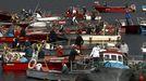 Pescadores de bajura y mariscadores de distintas edades, en una concentración en A Illa de Arousa, el pasado marzo en protesta por la declaración telemática y la geolocalización