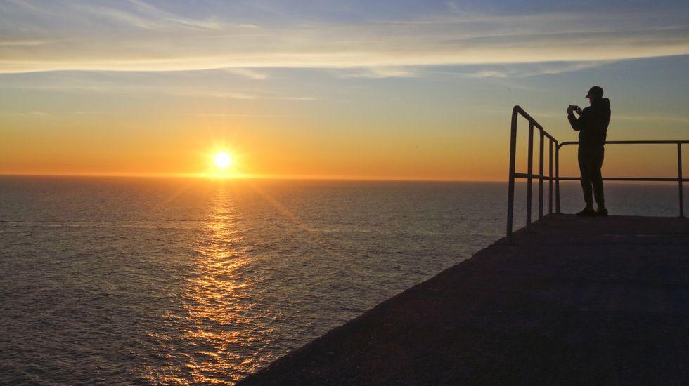 Puesta de sol, ayer, en Touriñán (Muxía)