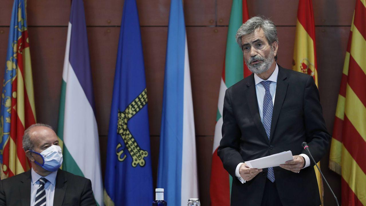 Carlos Lesmes y el ministro de justicia, Juan Carlos Campo, durante el controvertido acto de entrega de despachos a jueces en Barcelona