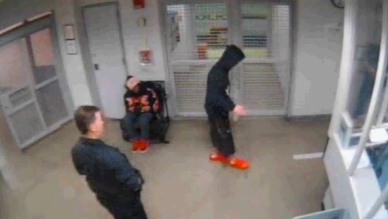Las fotos que Bieber no pudo ocultar.Justin Bieber, durante una prueba para determinar ebriedad tras su arresto en Miami Beach