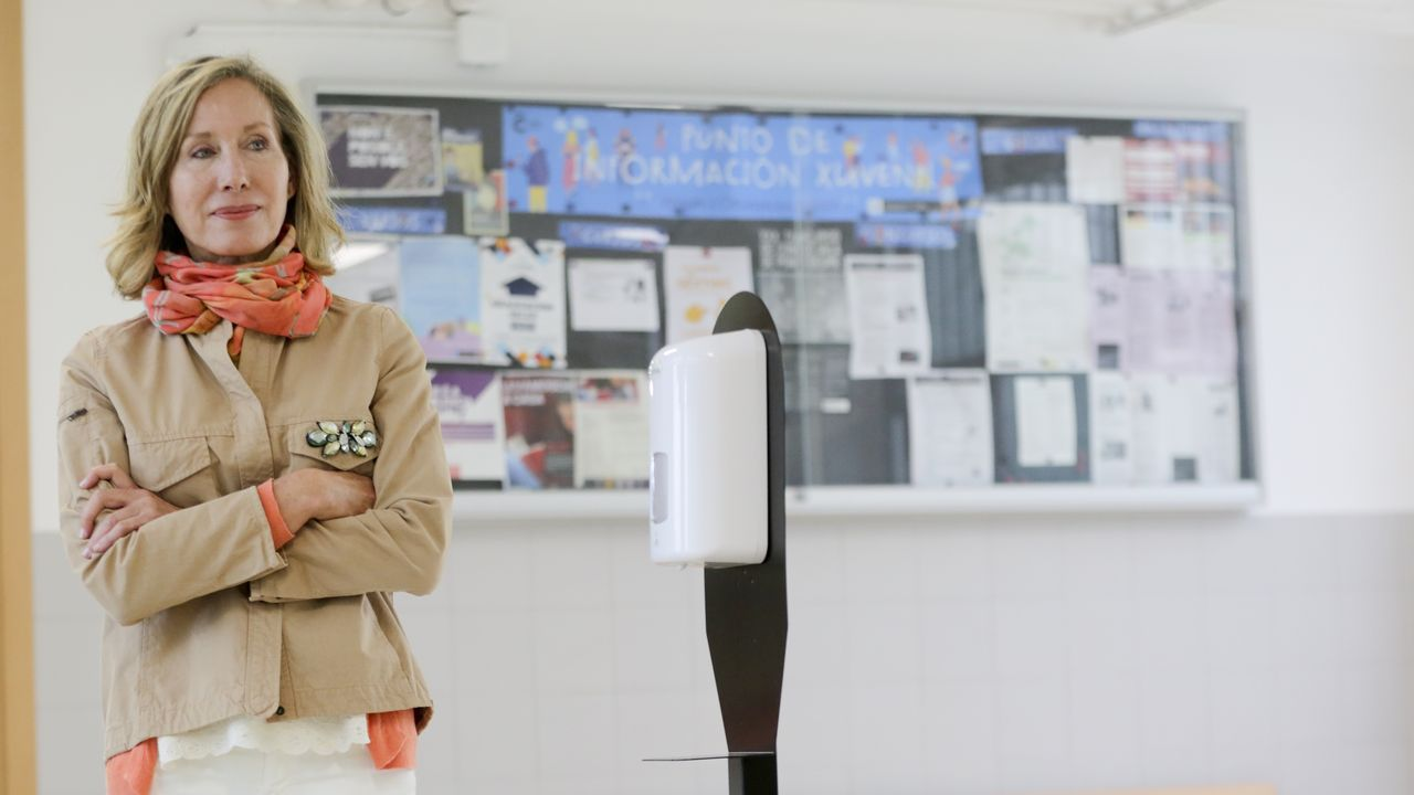Susana Agra, directora del CIFP Ánxel Casal, donde han instalado dispensadores de gel