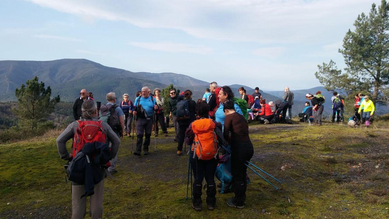 Fotografías premiadas no primeiro concurso Xeoparque Montañas do Courel.Participantes en uno de los recorridos a pie por el geoparque que organizó el club Montañeiros Celtas durante los últimos meses