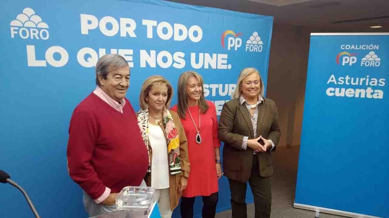 Los candidatos de Asturias votan.Desde la izquierda, Francisco Álvarez Cascos, Camino Gutiérrez, Mercedes Fernández y Paloma Gázquez
