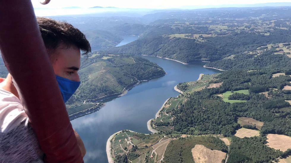 Uno de los vuelos de este verano, en el tramo del Miño que pasa por la Ribeira Sacra