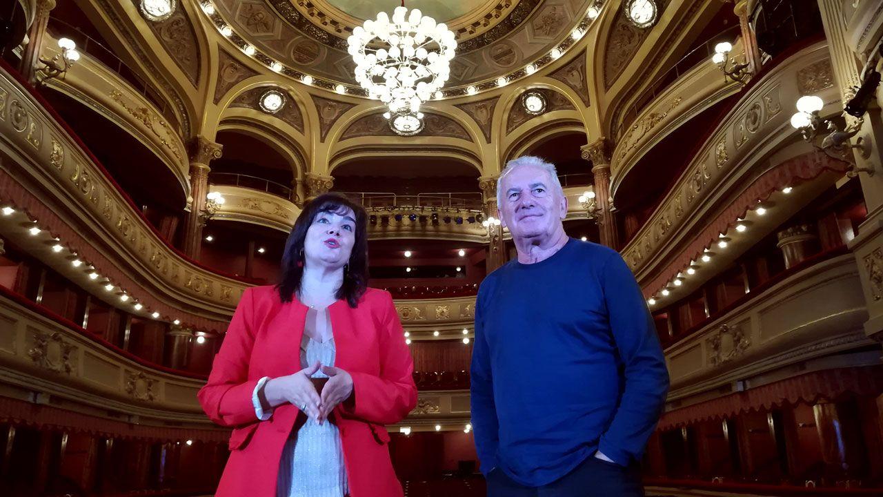 Víctor Manuel, junto a Yolanda Alonso en el teatro Palacio Valdés de Avilés
