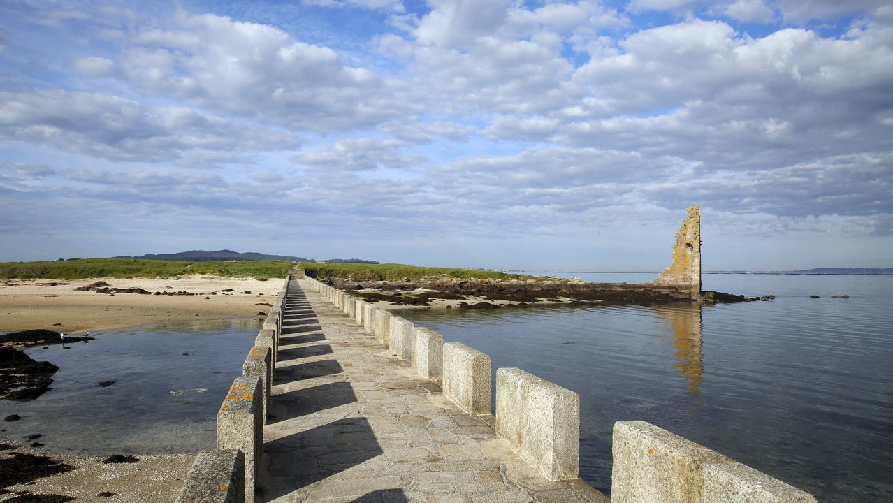 Puente hacia la torre de San Sadurniño (Cambados).