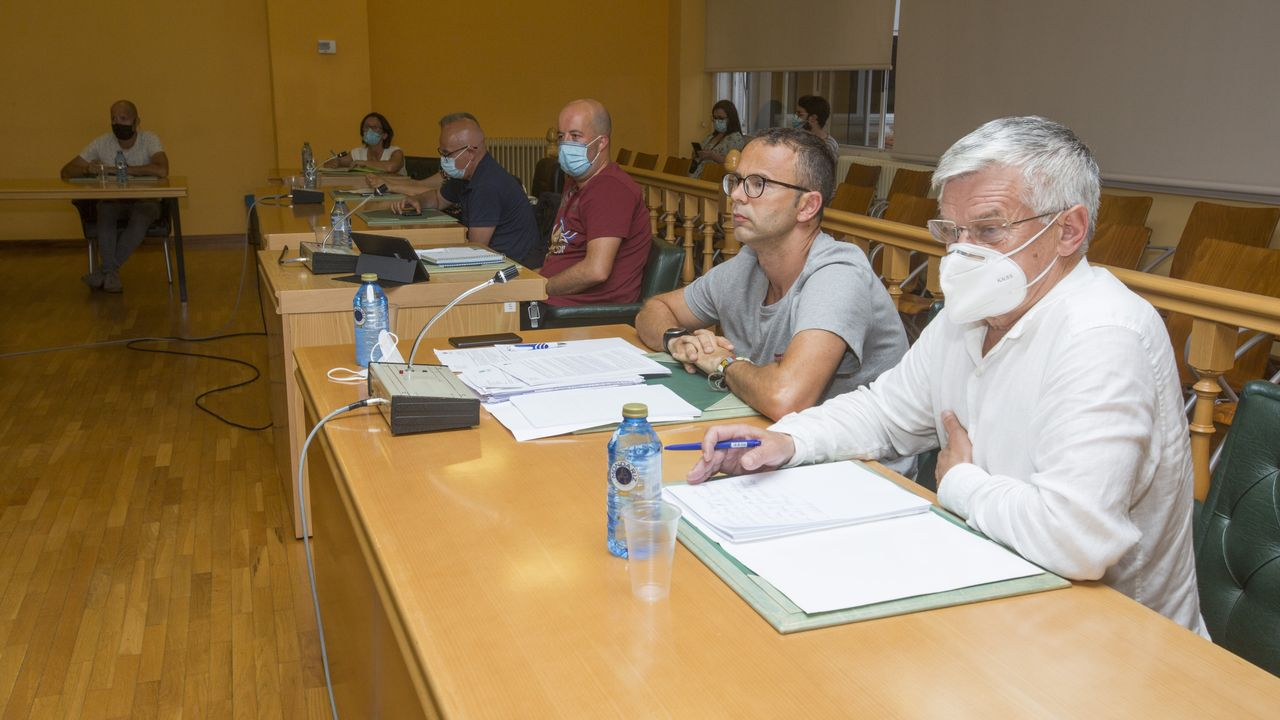 La comarca de Ferrol exige al Gobierno central y la Xunta que reindustrialicen la zona con fondos de la UE.Imagen de archivo de un pleno (previo a la pandemia)