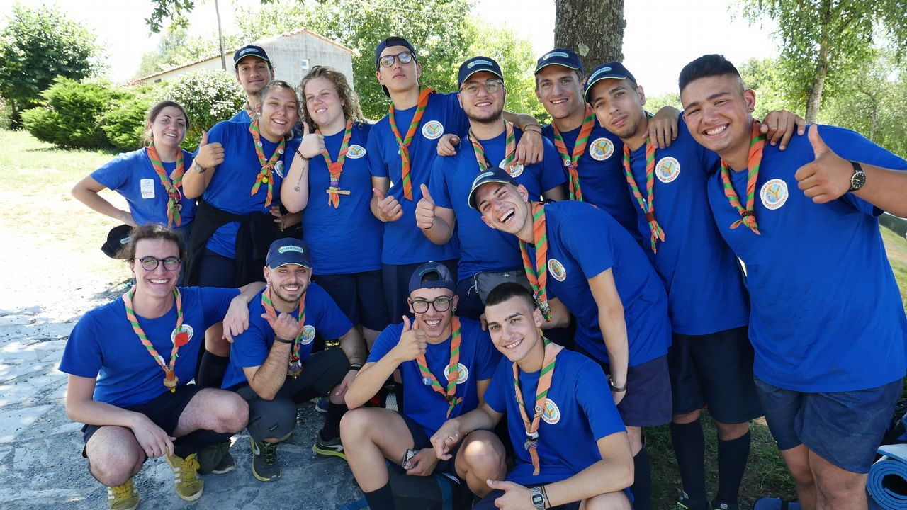 Estos jóvenes italianos son scouts y hacen el Camino juntos