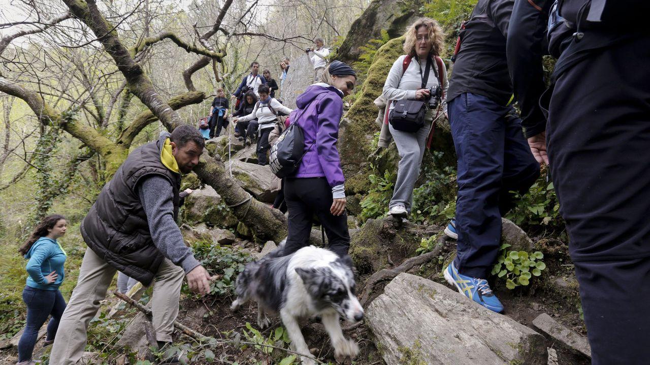 Abarrote de visitantes en la ruta de la cascada de Augacaída. en Pantón, en la Semana Santa del 2016