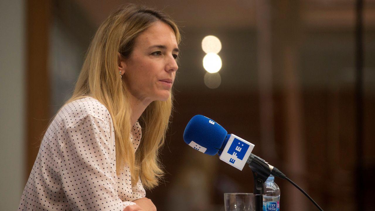 El vídeo de Daniel Ripa sobre la presencia en Asturias de los líderes de la derecha en campaña.Albert Rivera, con los organizadores del debate a cuatro en las pasadas generales