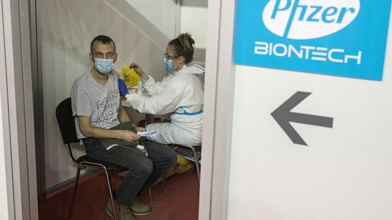 La vacuna de Pfizer necesitará una tercera dosis, según el cofundador de  BioNTech