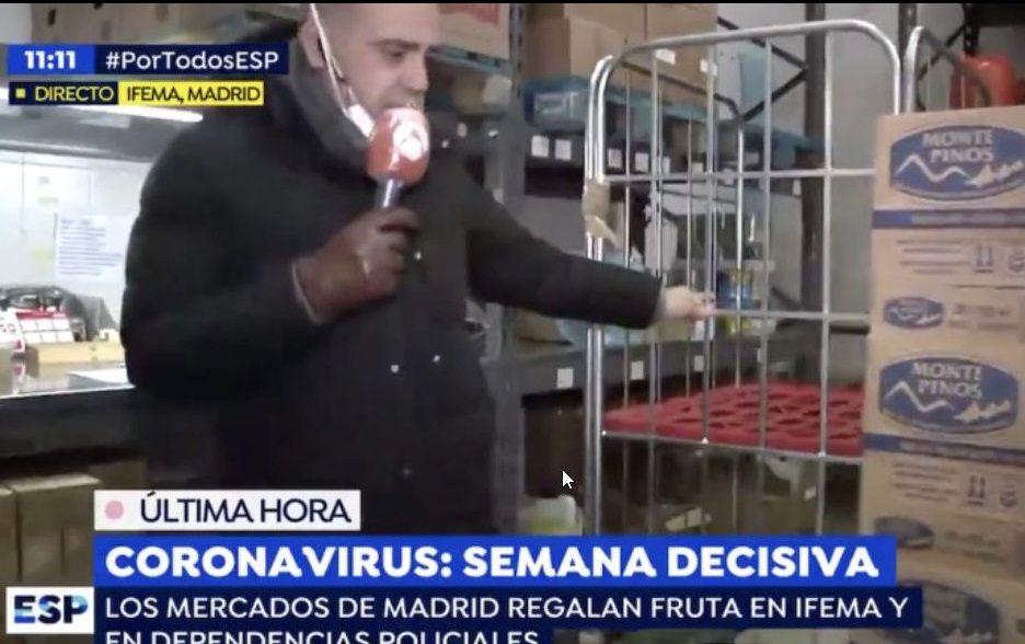 En directo: comparecencia del Gobierno sobre la crisis del coronavirus.El docente Carlos Fernández-Lozano con la página web en la que se pueden visualizar los datos del Ministerio de Sanidad.