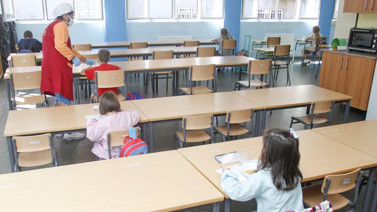 En la imagen, el comedor del colegio Ponzos de Ferrol, donde estos días la cifra de usuarios no llega a los quince niños