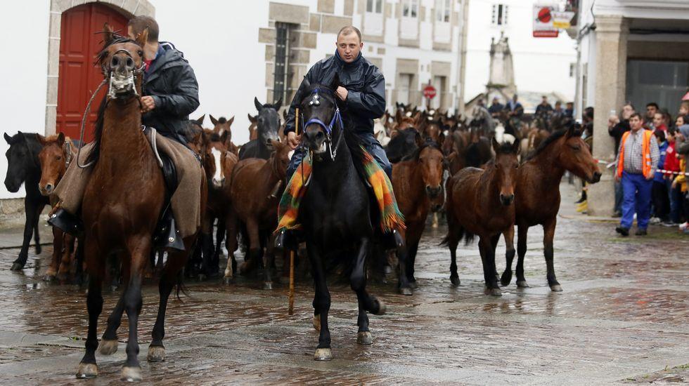 Miles de personas abarrotan Mondoñedo en el dia grande de As San Lucas