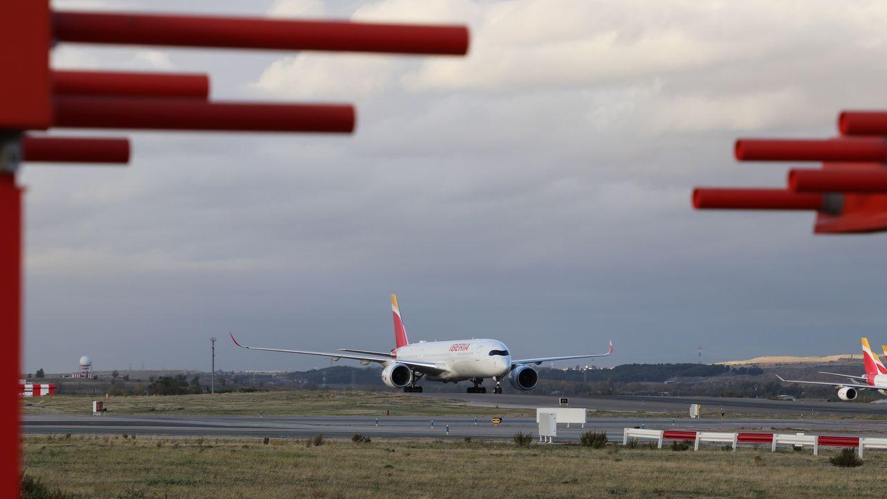 Así quedó la rueda que provocó el aterrizaje de emergencia del avión de Air Canada.Enaire anunció la paralización de vuelos en Barajas por la presencia de drones