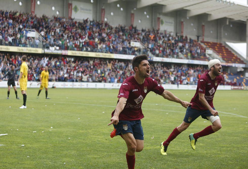 Jorge, celebrando el gol que forzaba la prórroga en Pasarón ante el Mensajero en la primera ronda.
