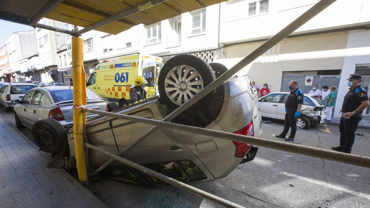 Chuac. Transporte sanitario. Ambulancias entrando en Urgencias