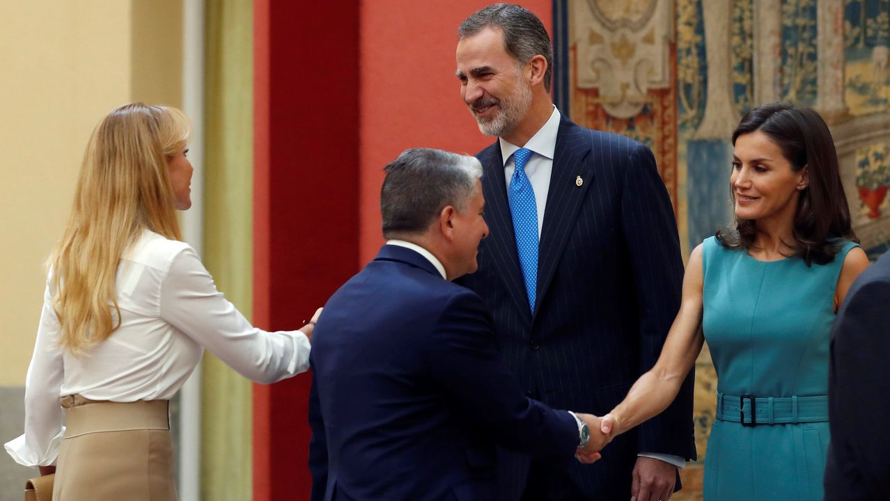Los reyes Felipe VI y Letizia, en la reunión anual con los miembros de los patronatos de la Fundación Princesa de Asturias, en el palacio de El Pardo en Madrid